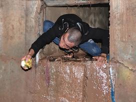 Người dân chui ống cống trong đêm tìm bé trai bị nước cuốn
