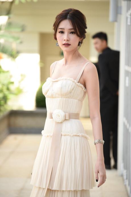 Vòng 1 như Hoa hậu Thu Thảo, Mỹ Linh thì nên tránh thật xa kiểu váy này!-1