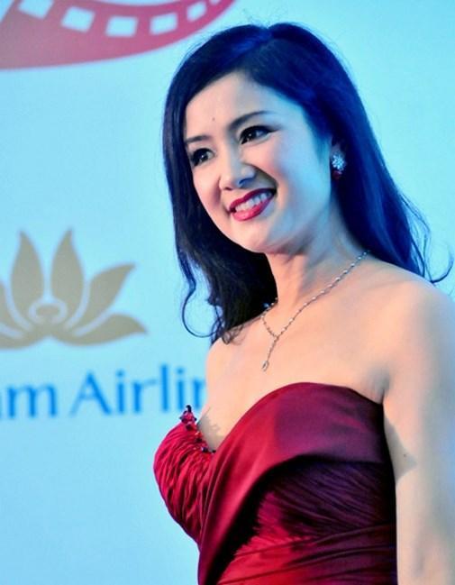 Vòng 1 như Hoa hậu Thu Thảo, Mỹ Linh thì nên tránh thật xa kiểu váy này!-6