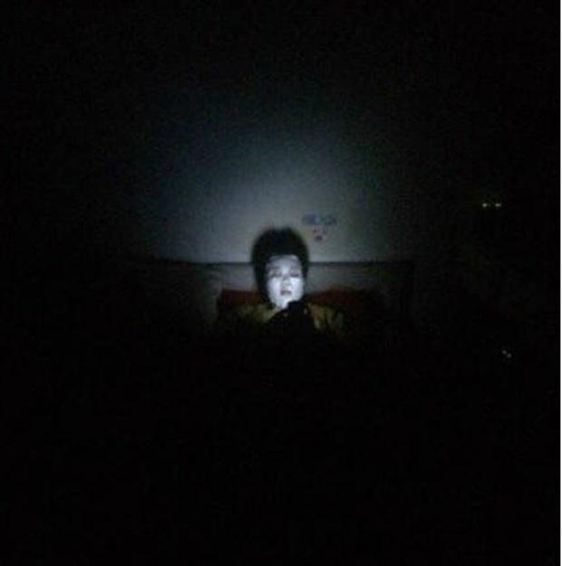 Lỡ bước chân vào phòng ký túc xá nữ buổi tối và đây là khung cảnh kinh hoàng-5