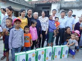 Vinamilk tặng 110.000 ly sữa cho trẻ em vùng lũ