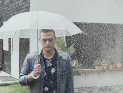 Kyo York tiếp tục khiến fan 'lụi tim' với phiên bản tiếng Anh của 'Em gái mưa'