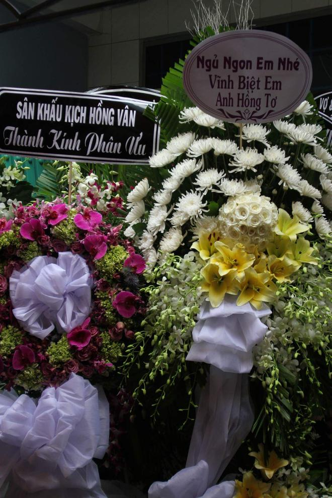 Sao Việt đau xót đến viếng nghệ sĩ Khánh Nam, con gái nuôi khóc nức nở thương cha-3