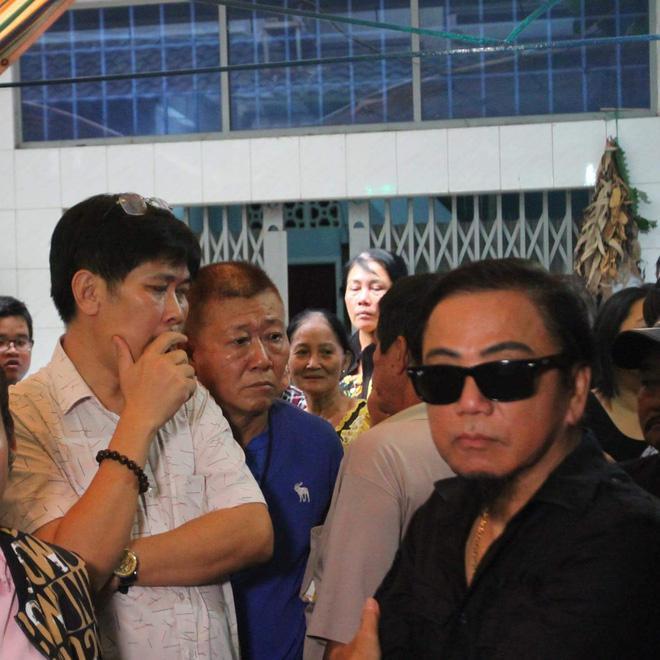 Sao Việt đau xót đến viếng nghệ sĩ Khánh Nam, con gái nuôi khóc nức nở thương cha-6