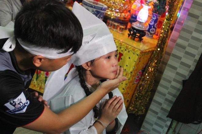 Sao Việt đau xót đến viếng nghệ sĩ Khánh Nam, con gái nuôi khóc nức nở thương cha-8