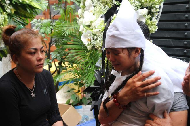 Sao Việt đau xót đến viếng nghệ sĩ Khánh Nam, con gái nuôi khóc nức nở thương cha-9