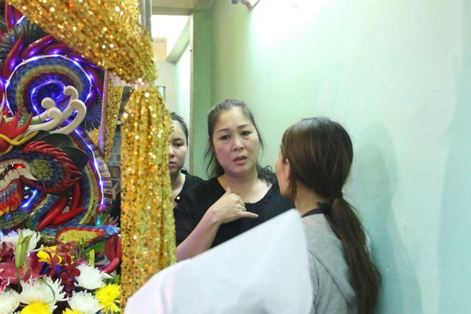 Sao Việt đau xót đến viếng nghệ sĩ Khánh Nam, con gái nuôi khóc nức nở thương cha-11