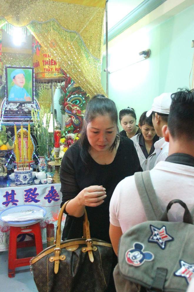 Sao Việt đau xót đến viếng nghệ sĩ Khánh Nam, con gái nuôi khóc nức nở thương cha-12