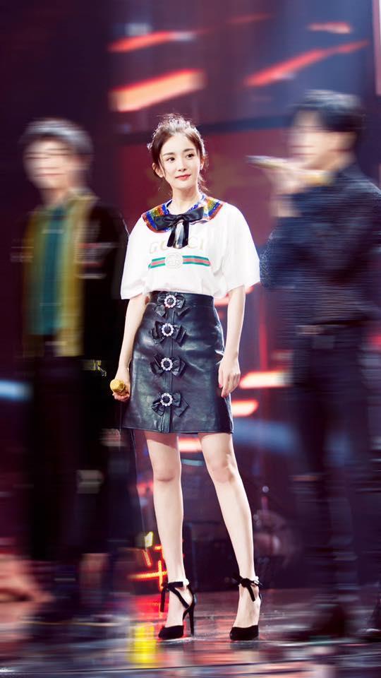 Dương Mịch diện trang phục khó hiểu váy trong lại váy ngoài