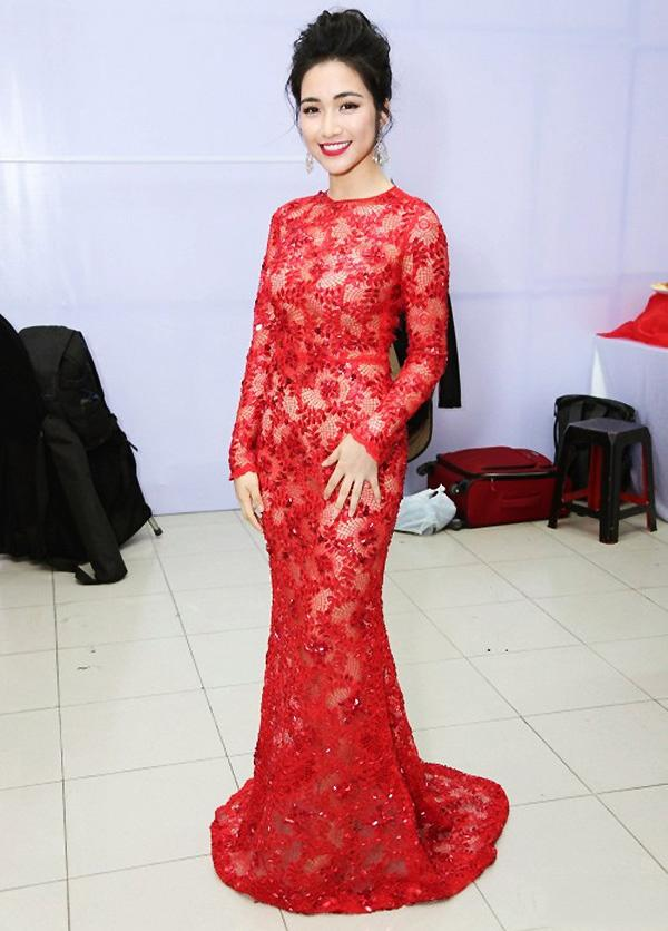 Minh Hằng diện đồ như mẫu game, Ngọc Trinh mặc váy có như không lọt top sao thảm họa-7