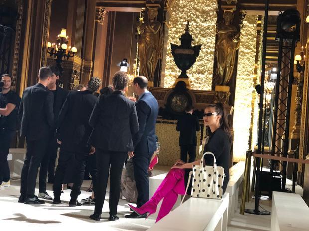Nghi vấn Maya khoe ảnh dự show Balmain tại Paris Fashion Week, nhưng chỉ là đến chụp ảnh rồi đi về-4