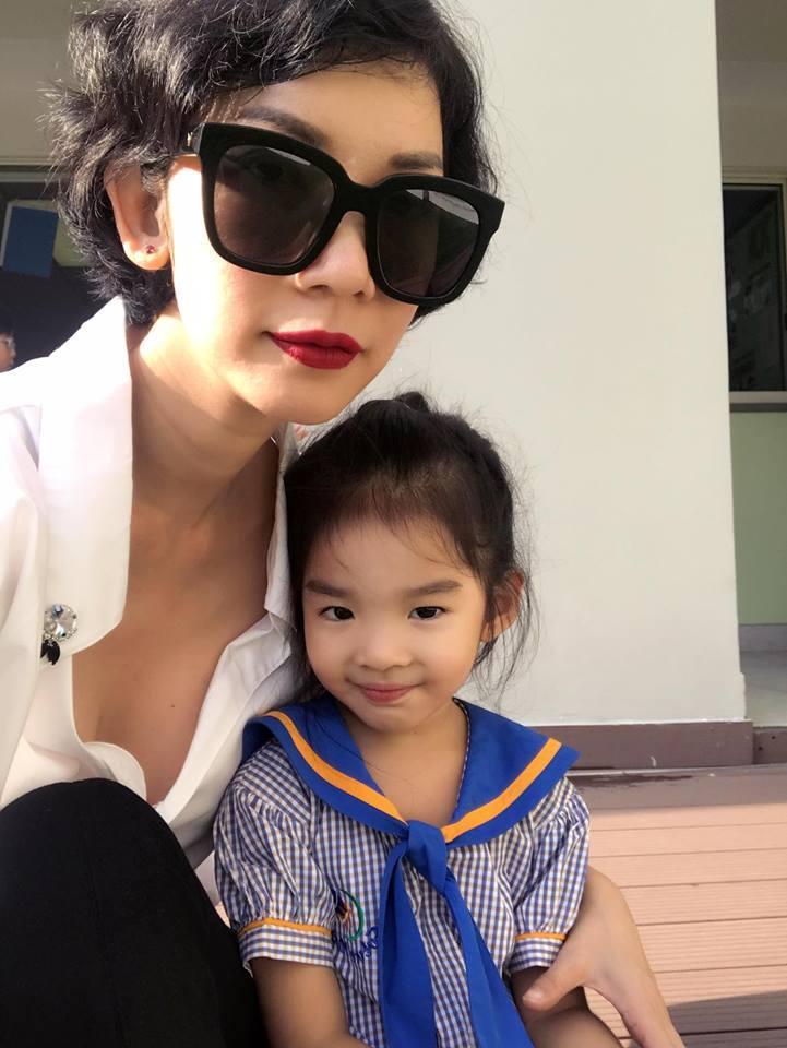Tin sao Việt 29/9: Lê Thúy không có ấn tượng gì với ông xã trong buổi gặp đầu tiên vì con trai mà quá điệu-11