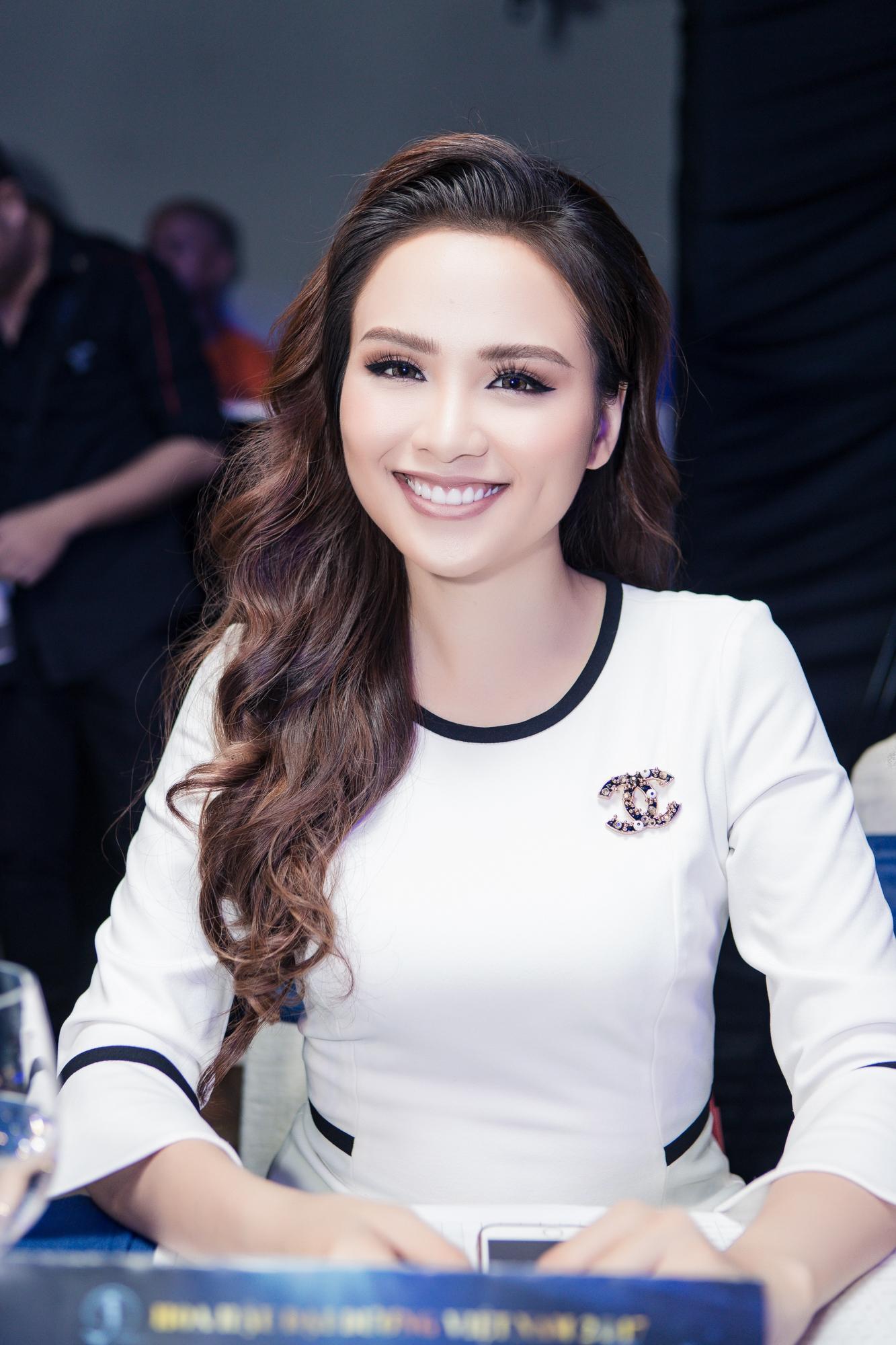 Con gái quả bom sex Việt Kiều Trinh vào chung kết Hoa hậu Đại Dương 2017-2