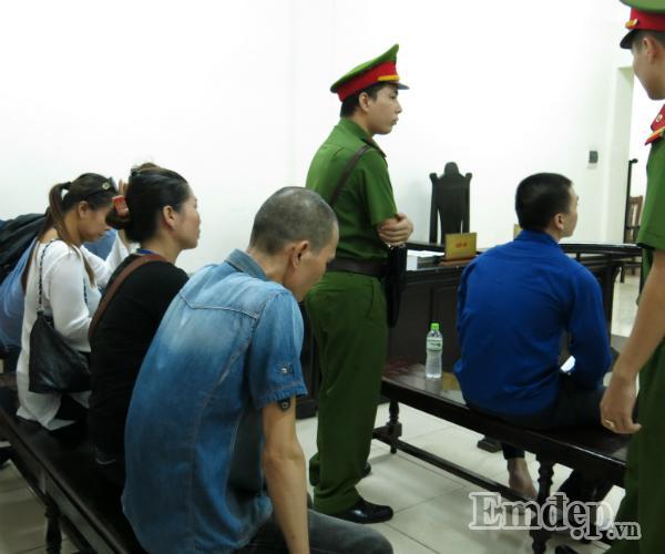 Vụ Cao Mạnh Hùng dâm ô bé gái ở Hoàng Mai: chửi bới loạn xạ, mẹ già bật khóc, bị cáo lĩnh 24 tháng tù-1