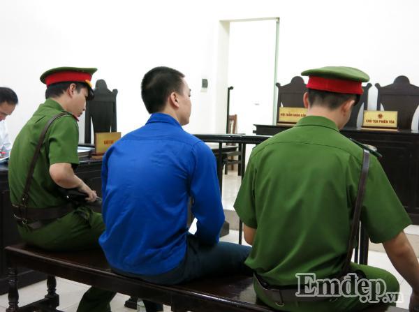 Vụ Cao Mạnh Hùng dâm ô bé gái ở Hoàng Mai: chửi bới loạn xạ, mẹ già bật khóc, bị cáo lĩnh 24 tháng tù-4