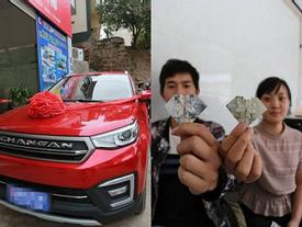 6 năm gấp tiền thành hình trái tim, anh chồng vác đi mua xe hơi tặng vợ