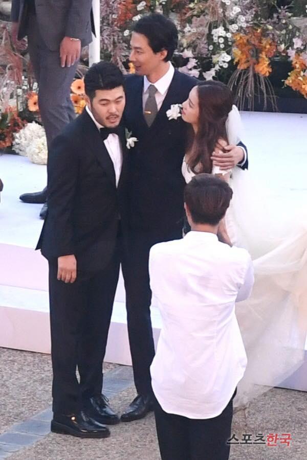 Thêm một đám cưới quy tụ dàn sao khủng xứ Hàn: Jo In Sung, Lee Kwang Soo, Cha Tae Hyun-7