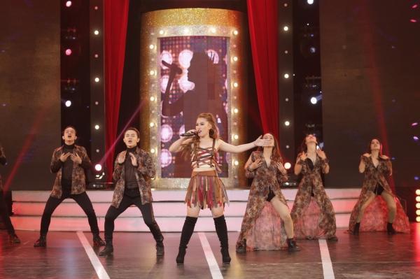 Diện váy 60 triệu hát hit Hồ Ngọc Hà, bản sao Minh Tuyết lên ngôi quán quân-10