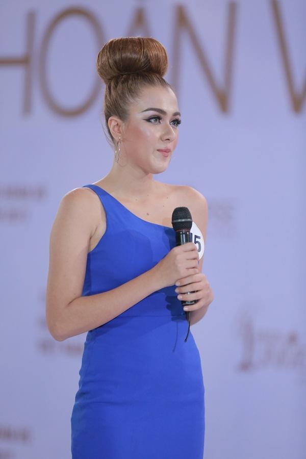 Mai Ngô khóc như mưa khi được hỏi về học vấn tại Hoa hậu Hoàn vũ Việt Nam 2017-11