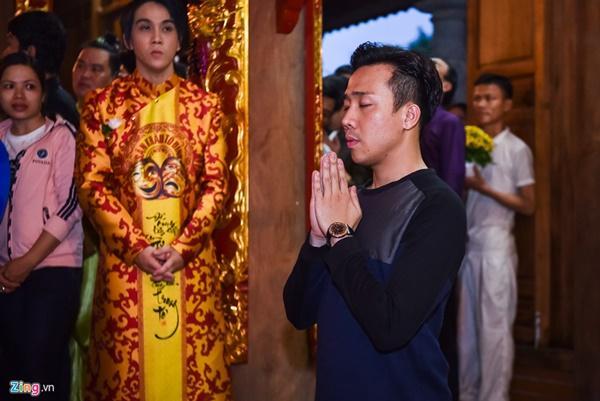 Trấn Thành và dàn sao Việt tấp nập cúng Tổ tại đền thờ của Hoài Linh-1