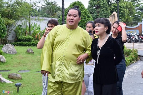 Trấn Thành và dàn sao Việt tấp nập cúng Tổ tại đền thờ của Hoài Linh-3