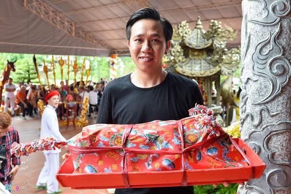 Trấn Thành và dàn sao Việt tấp nập cúng Tổ tại đền thờ của Hoài Linh-6