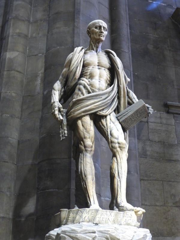 Tròn mắt trước 17 bức tượng đáng sợ và ấn tượng nhất thế giới-2