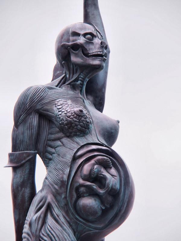 Tròn mắt trước 17 bức tượng đáng sợ và ấn tượng nhất thế giới-13