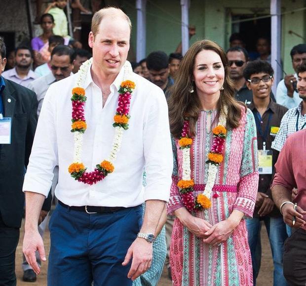 Hoàng tử William chẳng bao giờ nắm tay Công nương Kate ở nơi công cộng, nhưng luôn có hành động ngọt ngào này-2