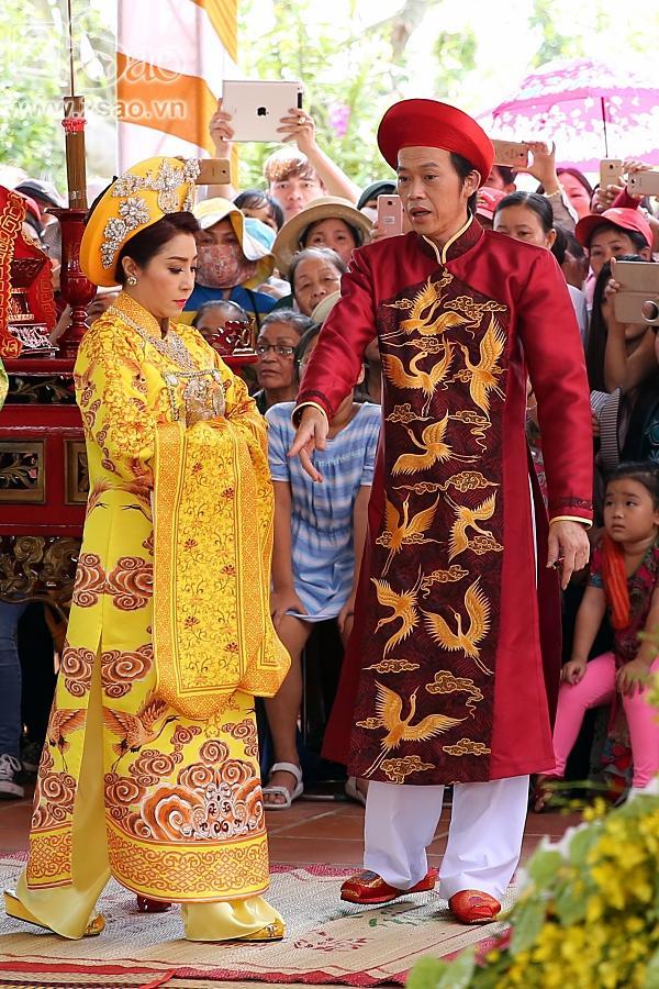 Dàn sao Việt mướt mồ hôi, đội nắng đến dâng hương đền thờ Tổ của Hoài Linh-5