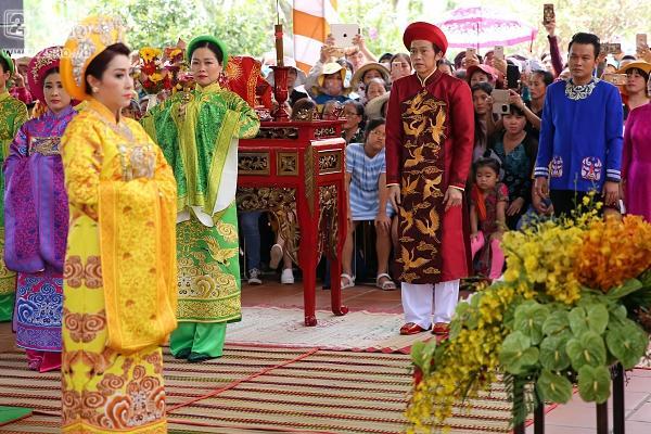 Dàn sao Việt mướt mồ hôi, đội nắng đến dâng hương đền thờ Tổ của Hoài Linh-6