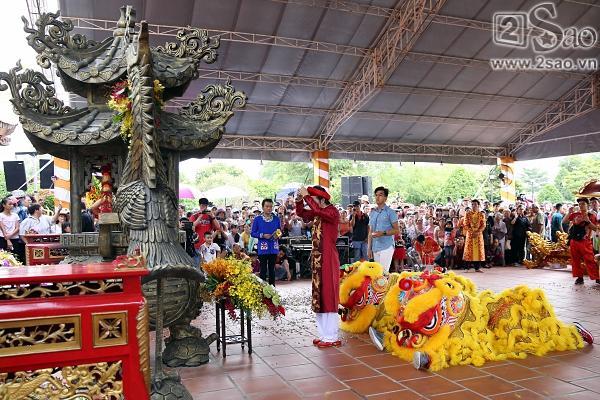 Dàn sao Việt mướt mồ hôi, đội nắng đến dâng hương đền thờ Tổ của Hoài Linh-8