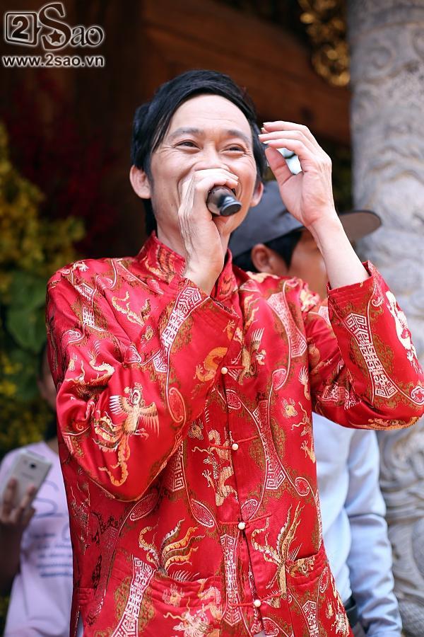 Dàn sao Việt mướt mồ hôi, đội nắng đến dâng hương đền thờ Tổ của Hoài Linh-10