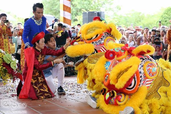Dàn sao Việt mướt mồ hôi, đội nắng đến dâng hương đền thờ Tổ của Hoài Linh-9