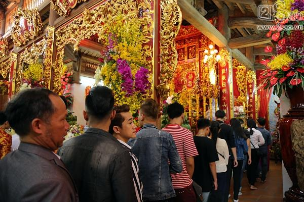 Dàn sao Việt mướt mồ hôi, đội nắng đến dâng hương đền thờ Tổ của Hoài Linh-11