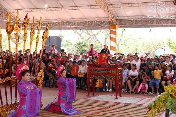 Dàn sao Việt mướt mồ hôi, đội nắng đến dâng hương đền thờ Tổ của Hoài Linh-1