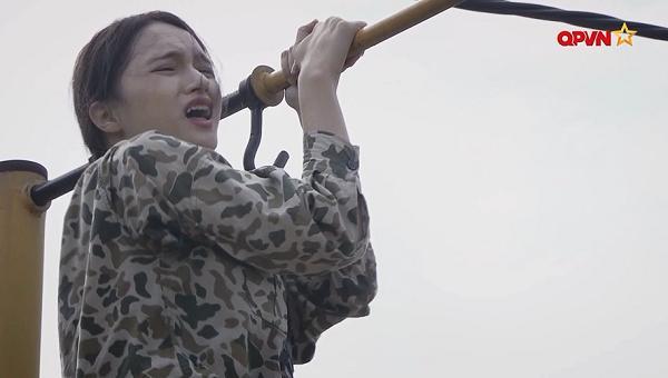 Leo dây bằng ý chí, Hương Giang Idol làm nên điều kỳ diệu trong quân ngũ-5