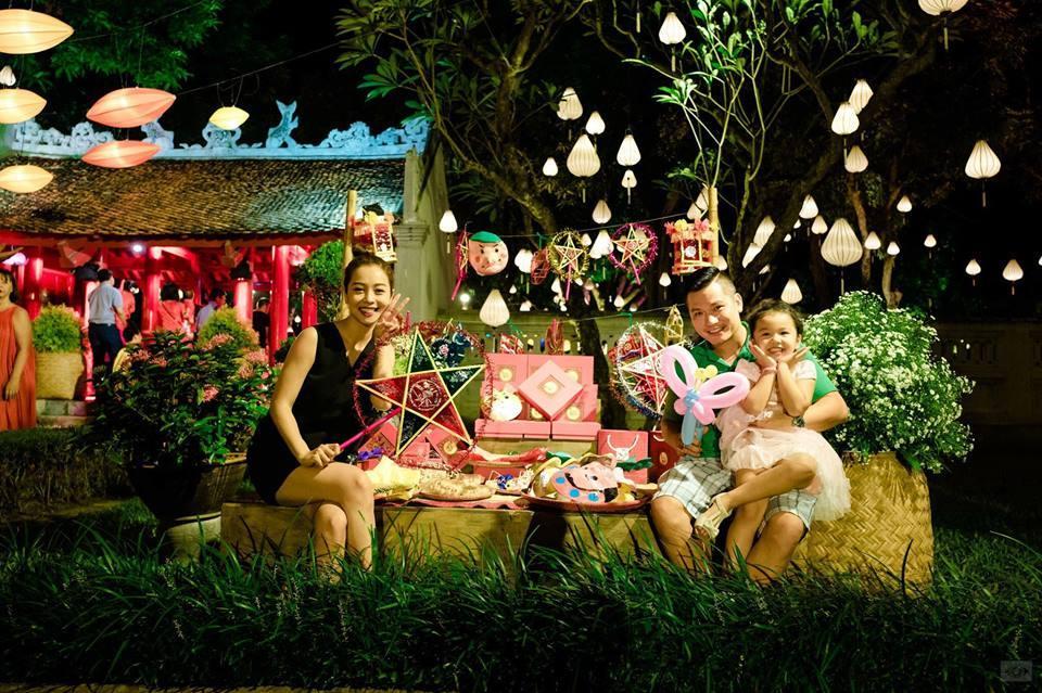 Tin sao Việt 1/10: Vợ chồng Jennifer Phạm đưa con gái đi đón tết  trung thu sớm-1