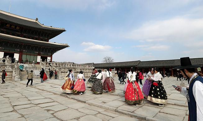 Người Hàn Quốc đổ xô đi du lịch nước ngoài dịp Tết Trung thu-2