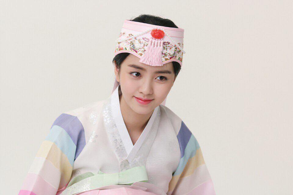 Sao Hàn 2/10: Kim Tae Hee cafe thân mật cùng ông xã trước ngày lâm bồn-6