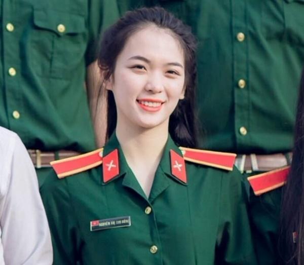 Cô giáo quốc phòng xinh đẹp thường bị học trò trêu vì mới 22 tuổi-2