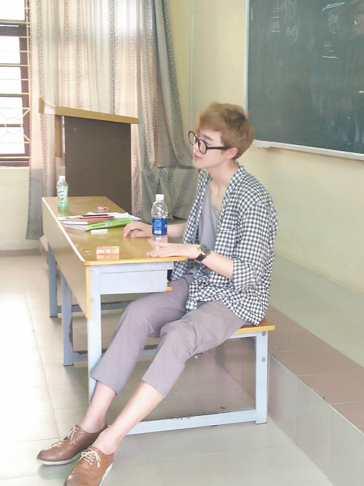 Danh tính thầy giáo người Hàn đẹp như hot boy, hát như ca sĩ khiến hội học sinh mê mệt-2