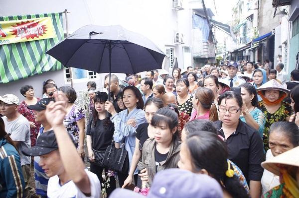 Sự thật về 4 bé gái đứng ở 4 góc quan tài trong đám tang cố nghệ sĩ Khánh Nam-2