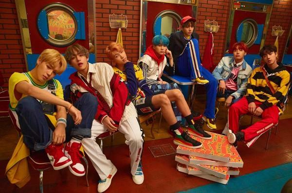 Tưởng 'khó sống', BTS lại bất ngờ trở thành nhóm nhạc Kpop 'kỷ lục gia' trên đất Mỹ-1