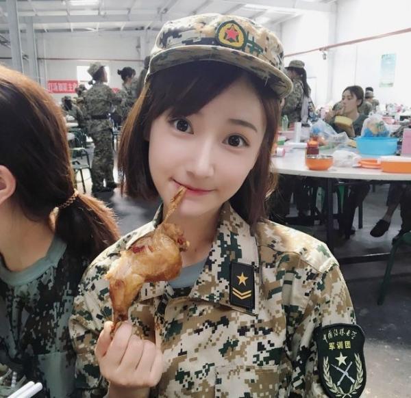 Loạt hot girl đổ bộ trong kỳ tập quân sự khiến người xem mê mệt-2