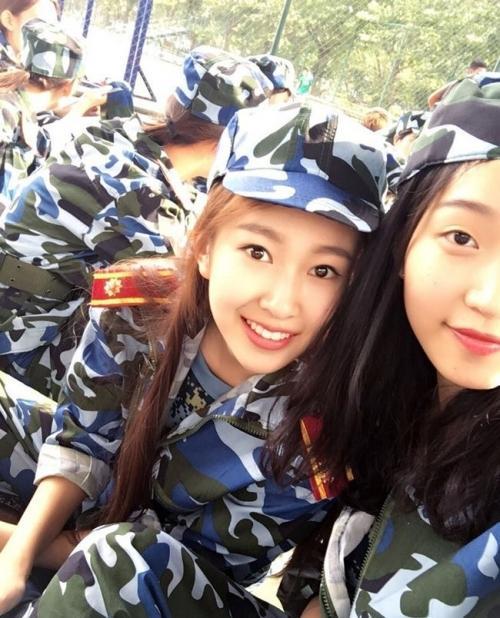 Loạt hot girl đổ bộ trong kỳ tập quân sự khiến người xem mê mệt-11