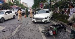 Hà Nội: Mercedes tông liên tiếp nhiều xe trên phố Xã Đàn