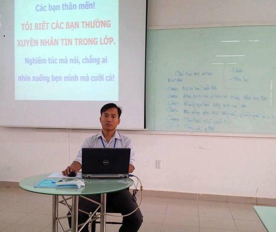 Thầy giáo trẻ khiến học trò chột dạ với lời cảnh cáo sử dụng điện thoại siêu dễ thương-1
