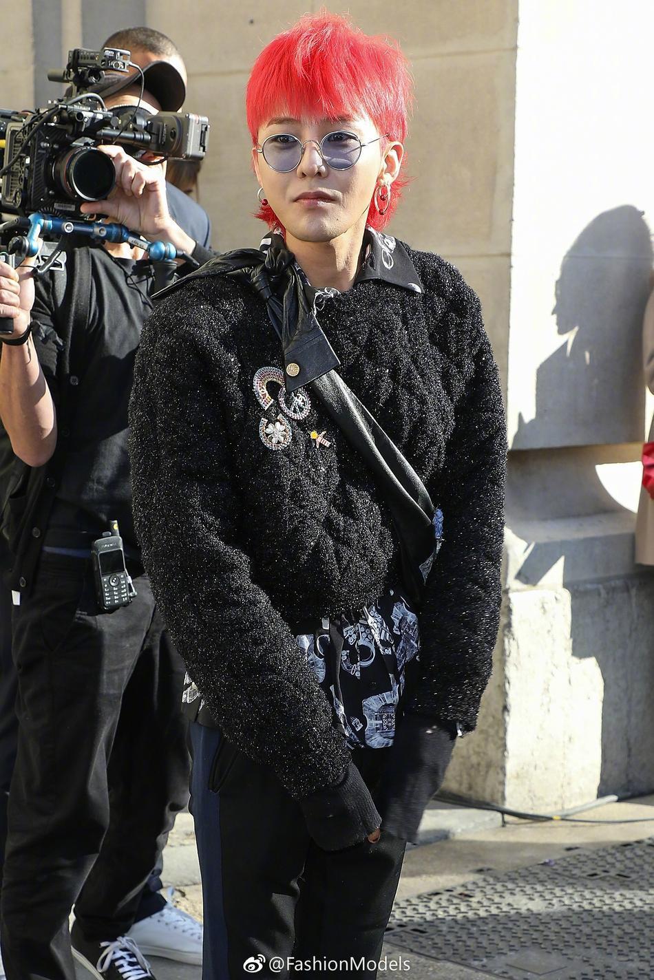 Park Shin Hye lộ mặt bóng dầu mập mạp - G-Dragon tóc đỏ chiếm sóng kinh đô thời trang Paris-7