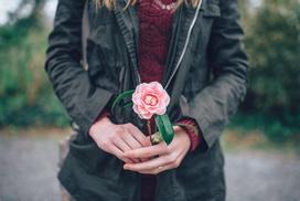 Ta yêu nhau không phải chỉ bằng 3 từ đơn giản, mà yêu bằng chính cuộc sống của mình